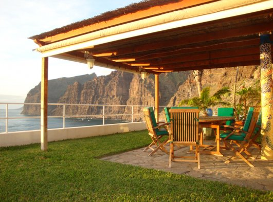 The area for dinner with view to the cliffs